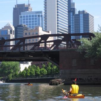 Relaxing Downtown Chicago Kayak Tour