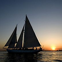 Enjoy the New York City sailing tour.